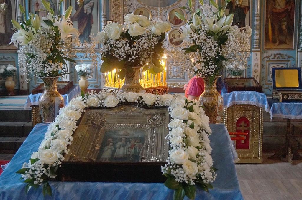 Оформление икон цветами.   Свято-Покровский храм станицы Елизаветинской ac3912234a3
